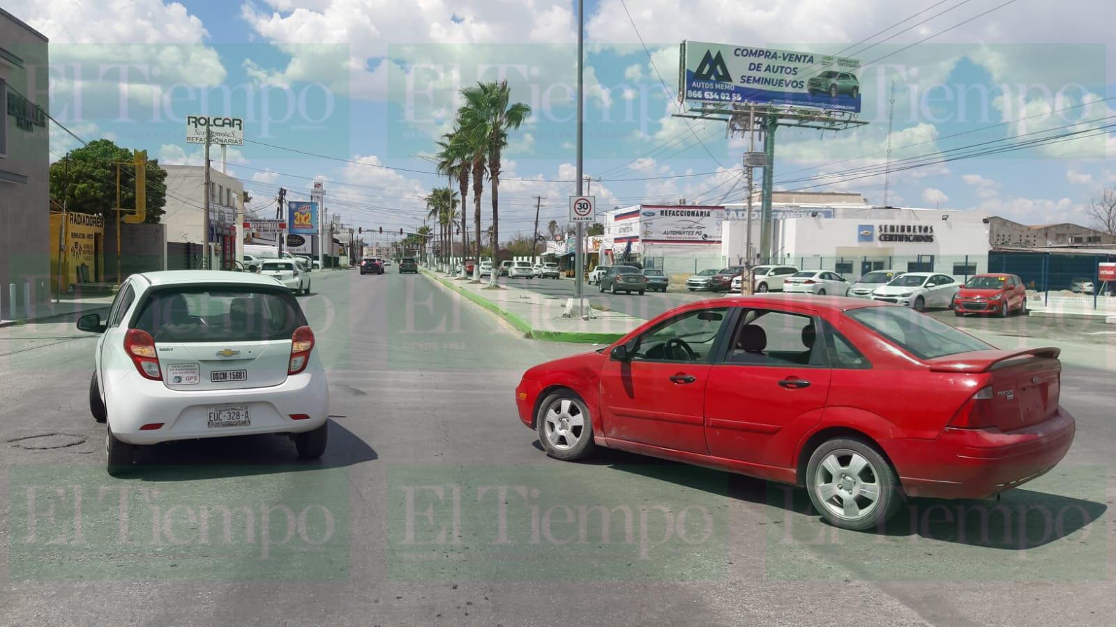 Dos mujeres al volante protagonizan fuerte choque en Monclova
