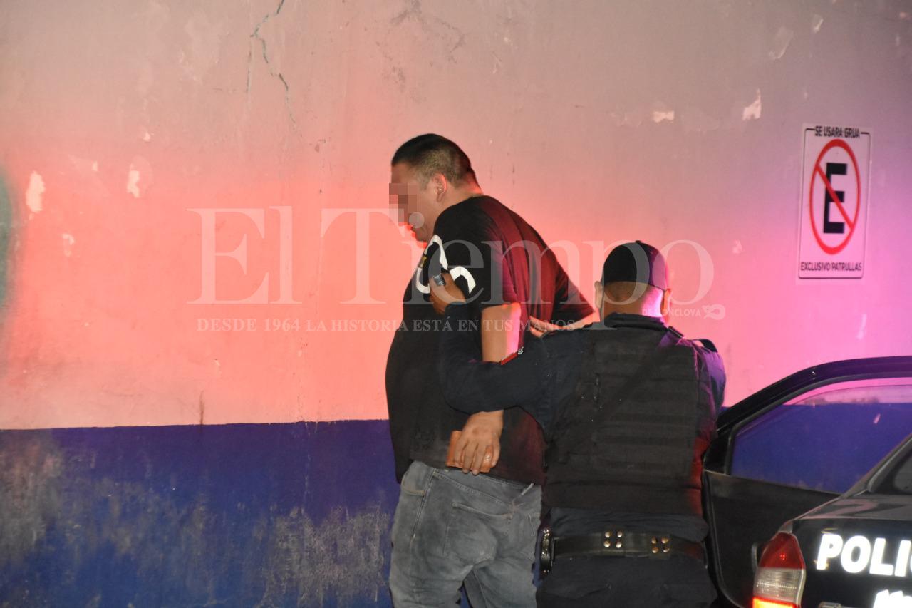 Policías detienen a Jonathan N por andar en domicilios ajenos en Monclova