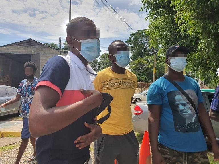 Migrantes denuncian robos y fraudes a su paso por México para llegar a EU