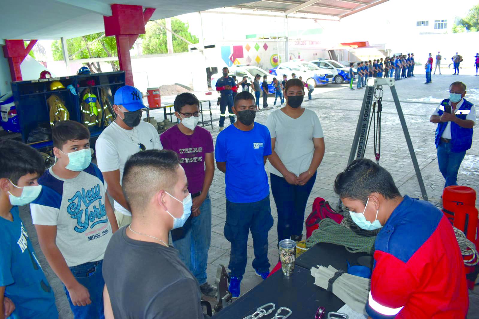 Académicos de Bomberos celebran el día de Protección Civil en Monclova
