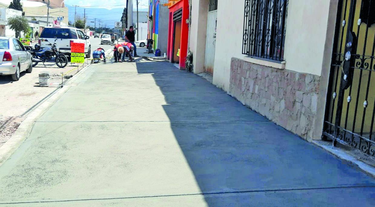 Obras de embanquetado avanzan en la zona comercial de Frontera