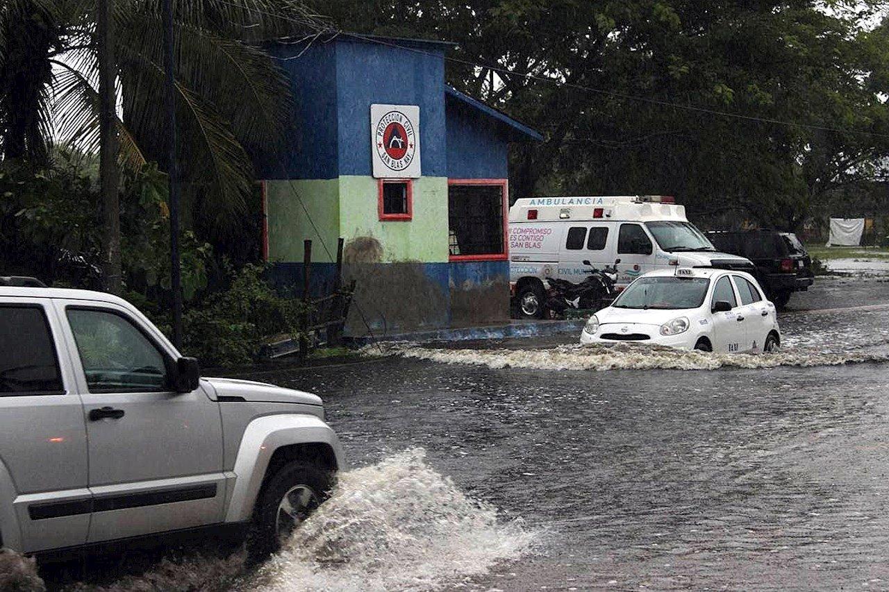 GN distribuye apoyos para damnificados por tormenta 'Nora' en Sinaloa