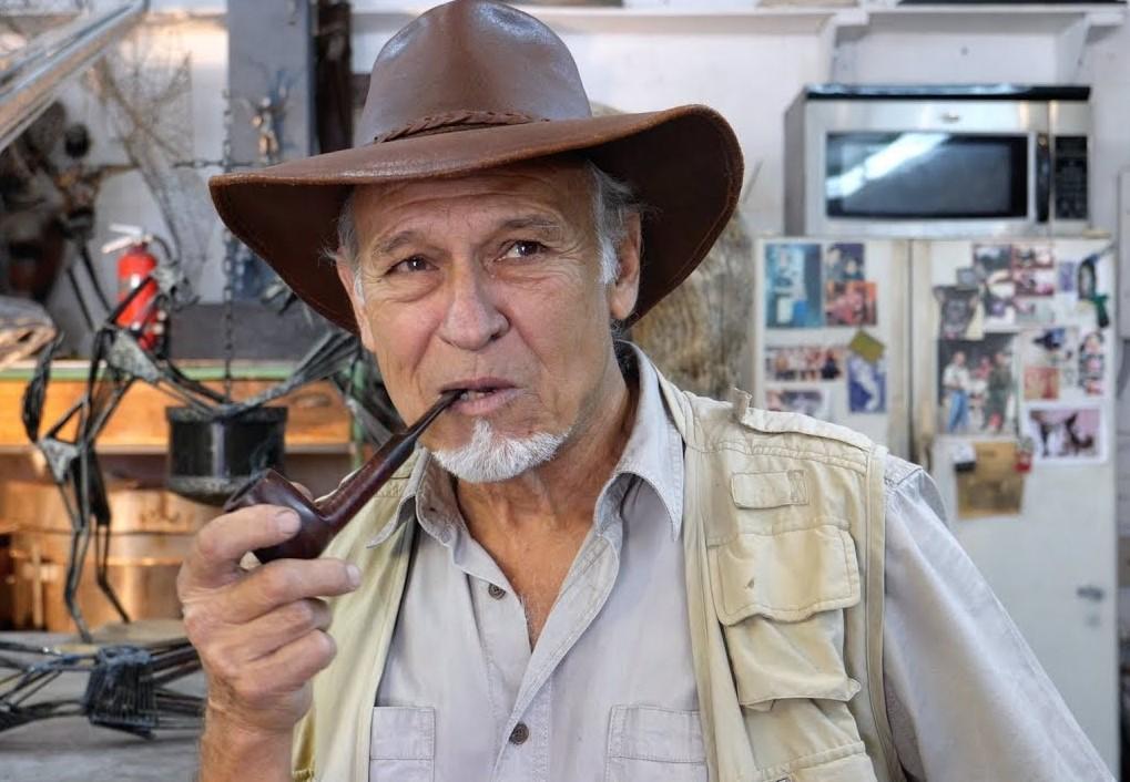 Muere el famoso escultor cubano de figuras aladas Rafael Consuegra en Miami