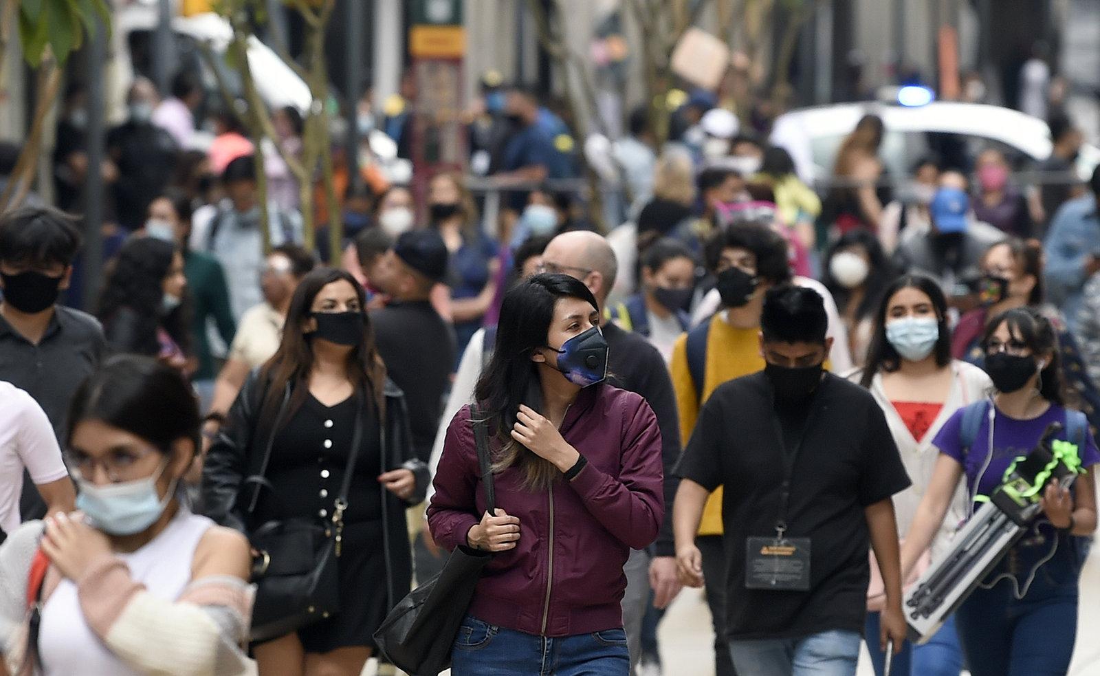 Gobierno mexicano afirma que tercera ola de COVID-19 hila 8 semanas de reducción