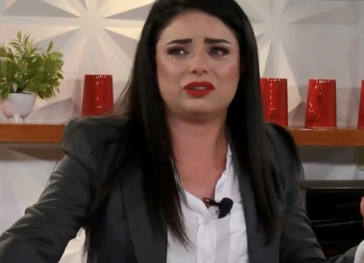 La actriz Violeta Isfel llora en programa al revelar grave problema de salud