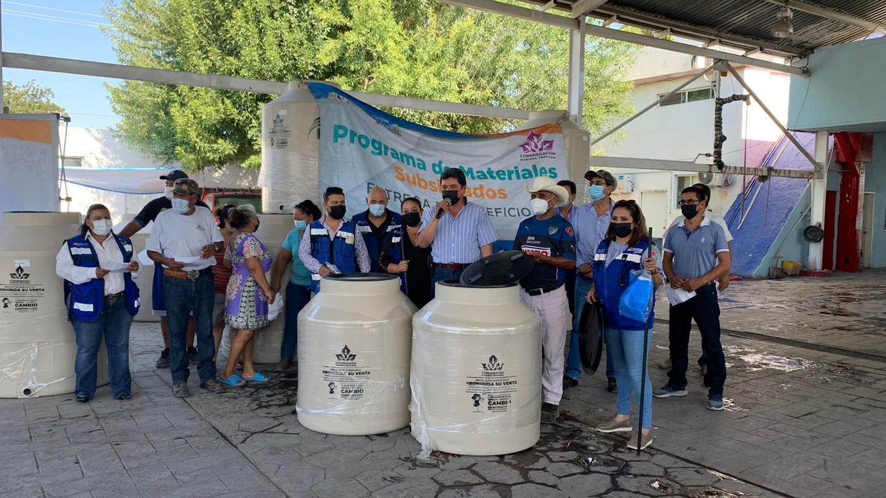 Ciudadanos de Monclova siguen adquiriendo tinacos a un bajo costo