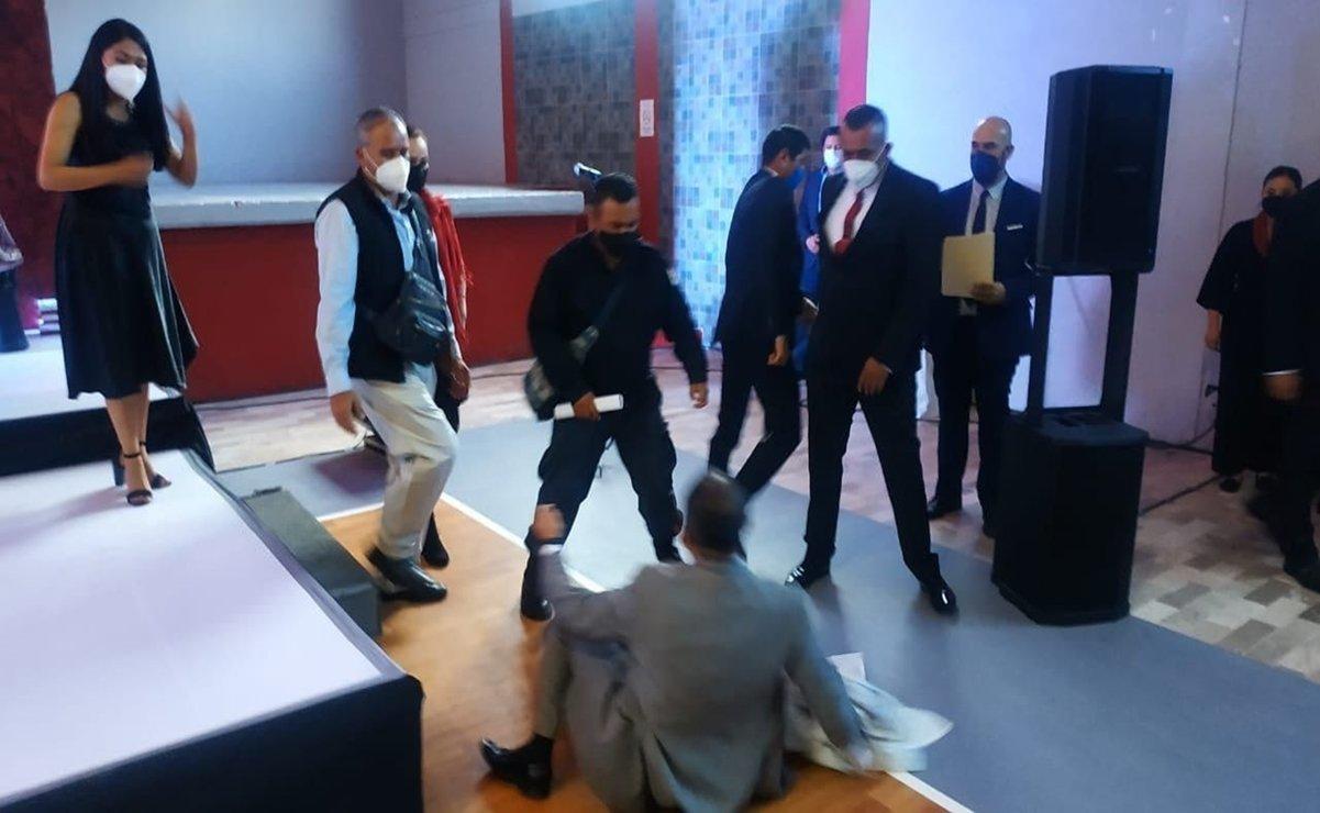 Golpean a regidores en pleno informe de alcaldesa en Hidalgo
