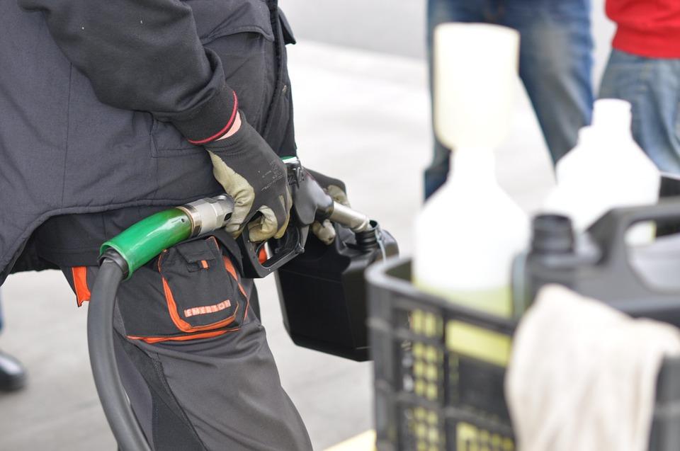 México suspende 5 permisos para importar gasolinas