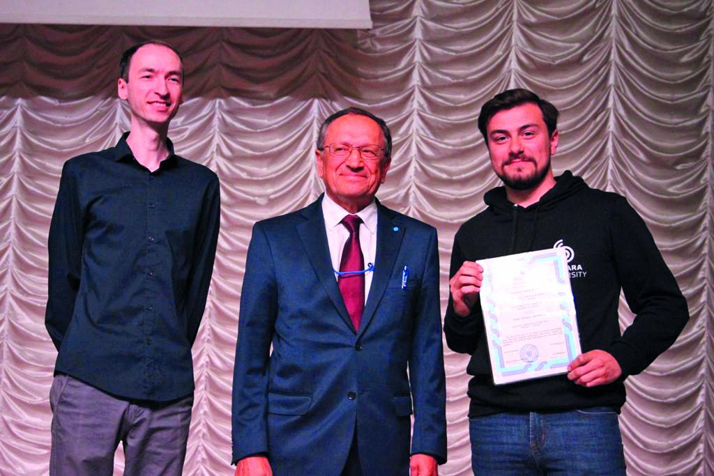 Alumno destacado regresa de Rusia