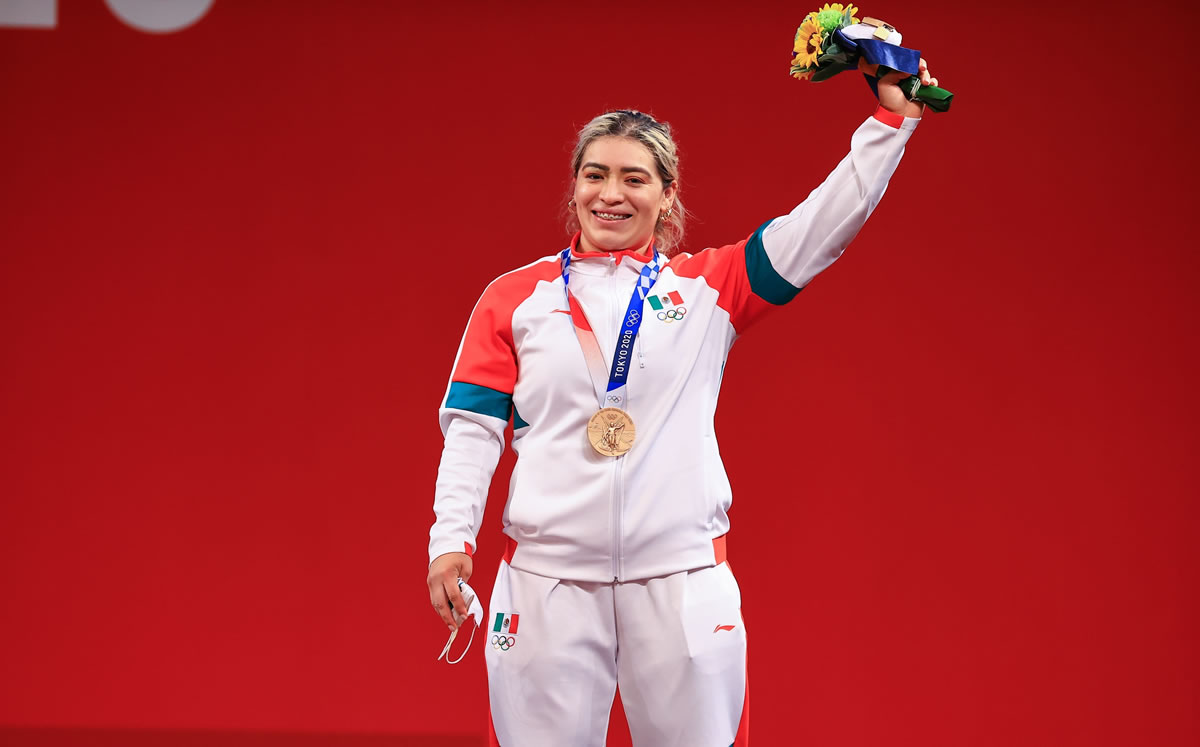 Entregan cheque sin fondos a medallista olímpica