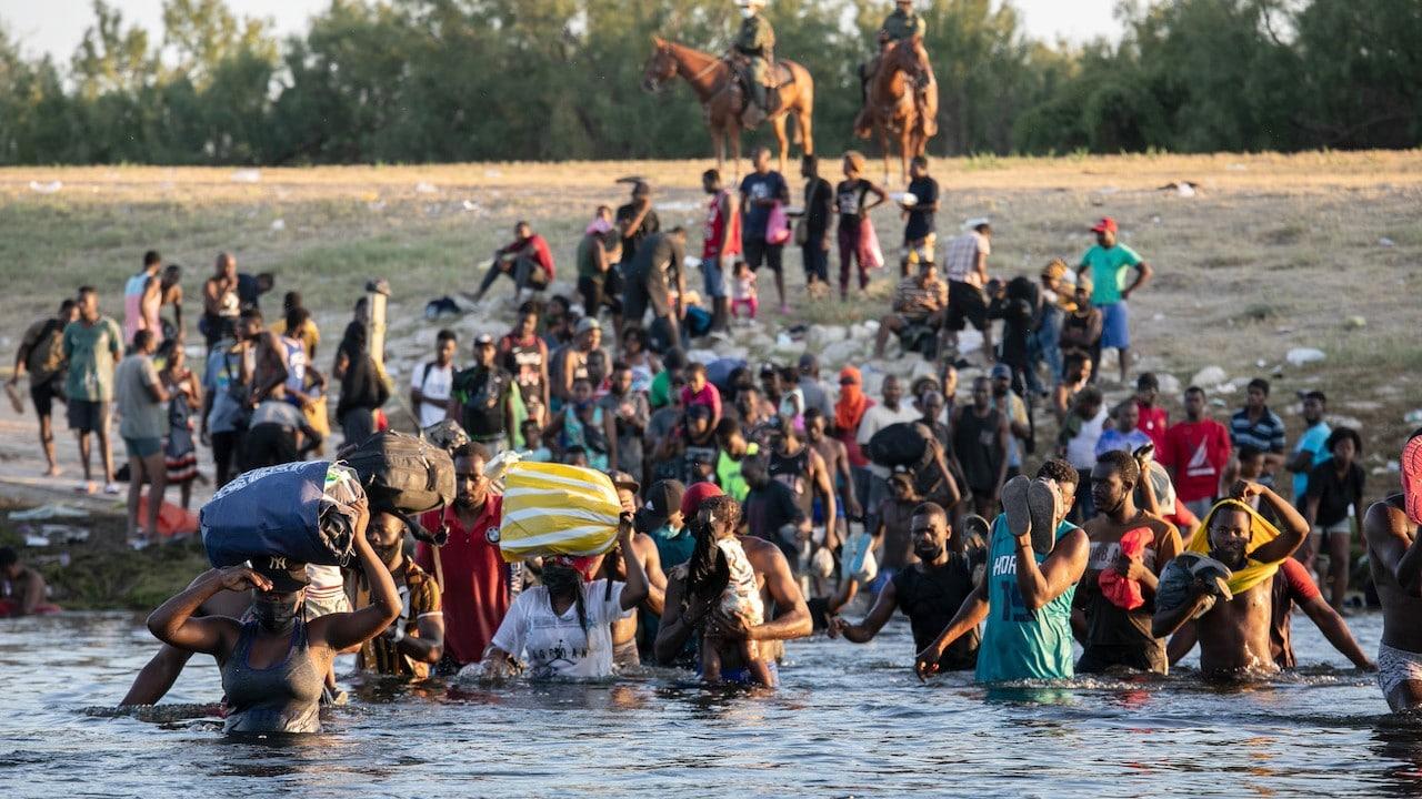 Los migrantes sufren persecución y maltratos durante su trayectoria a Estados Unidos