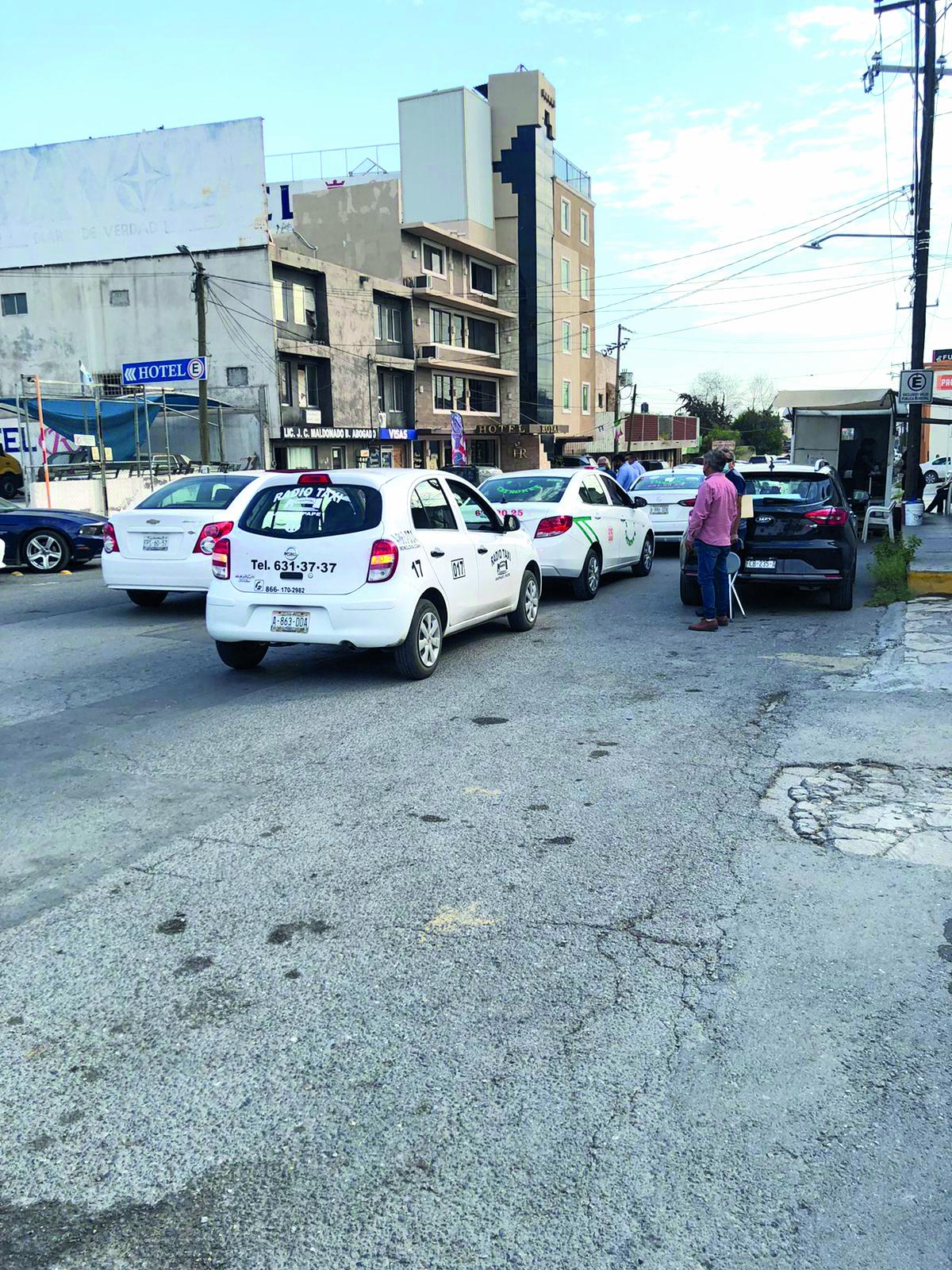 Taxis son revisados para que no suban pasajeros extras en Monclova