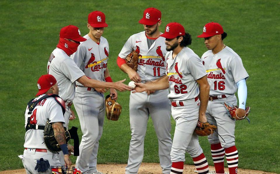 Cardinals alcanza y gana a los Brewers