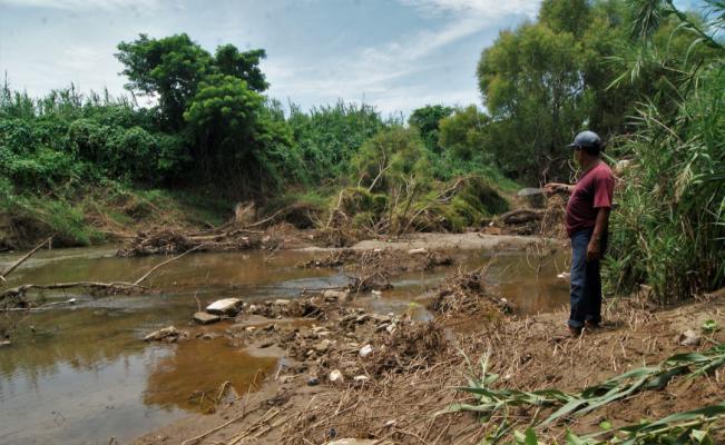 Abandono convirtió al río Los Perros en un riesgo latente
