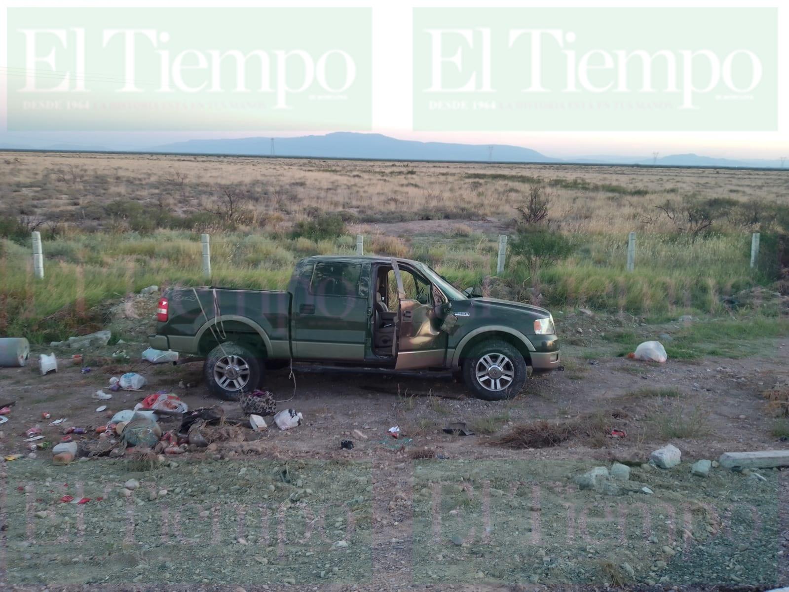 Familia termina volcando aparatosamente en su camioneta sobre la carretera 34