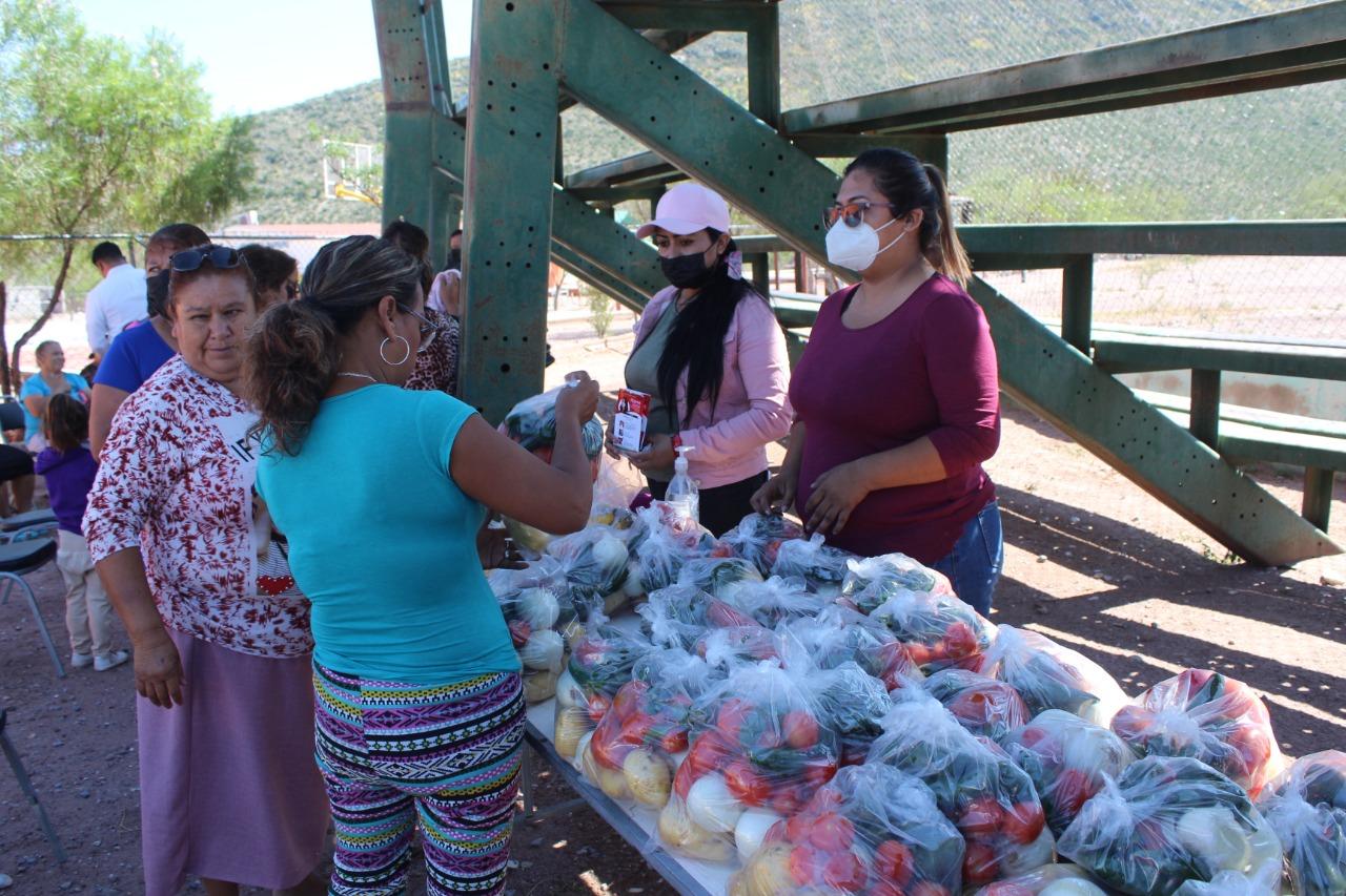 Familias ejidatarias en Castaños reciben brigada multidisciplinaria