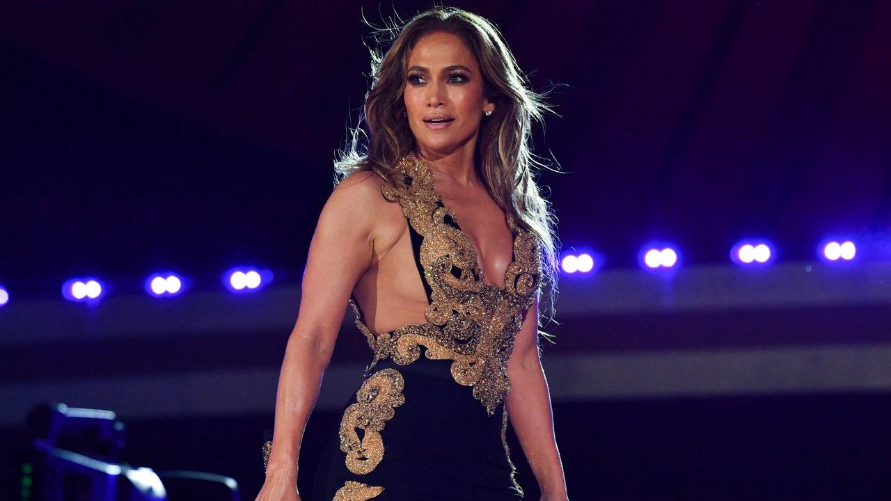 Jennifer Lopez acaba de rendir homenaje a Selena Quintanilla con su último look