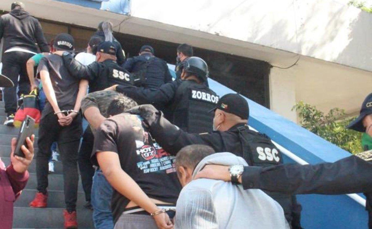 Morena propone cárcel para quien asalte con réplicas de armas