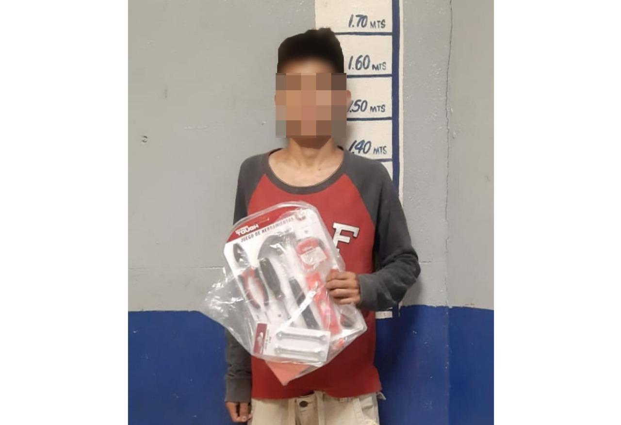 Menor termina consignado por robar dentro de tienda en Monclova
