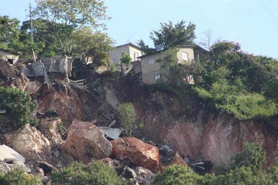 Se desgaja cerro en Jiutepec, Morelos