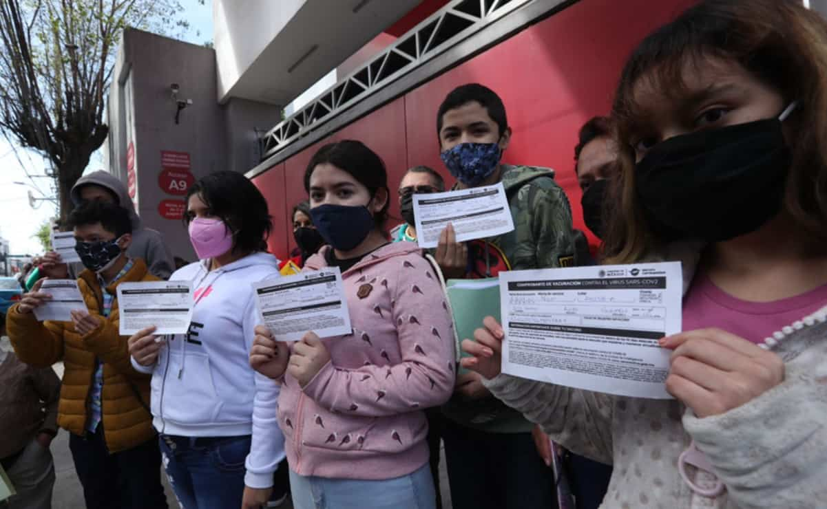 Vacunan contra Covid a 50 menores con amparo en Edomex