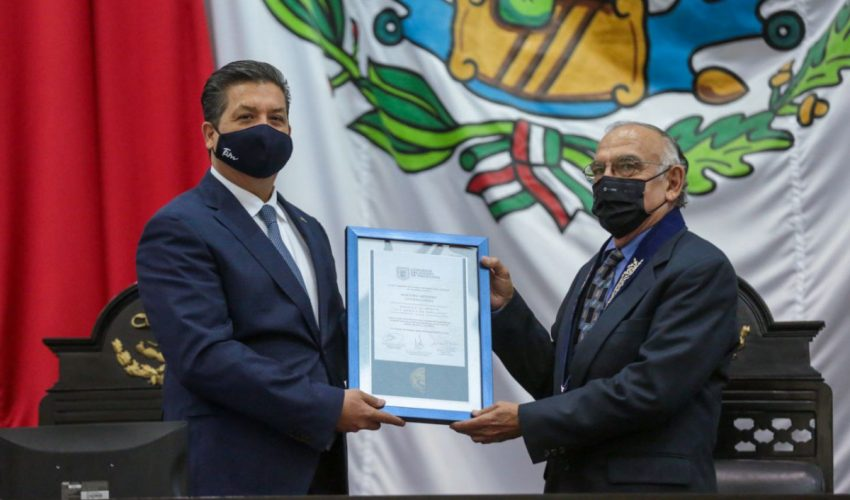 Entregan Medalla al Mérito al pintor Artemio Guerra