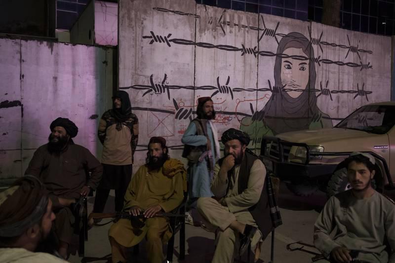 ¿Por qué los talibanes no quieren que los hombres se corten la barba?