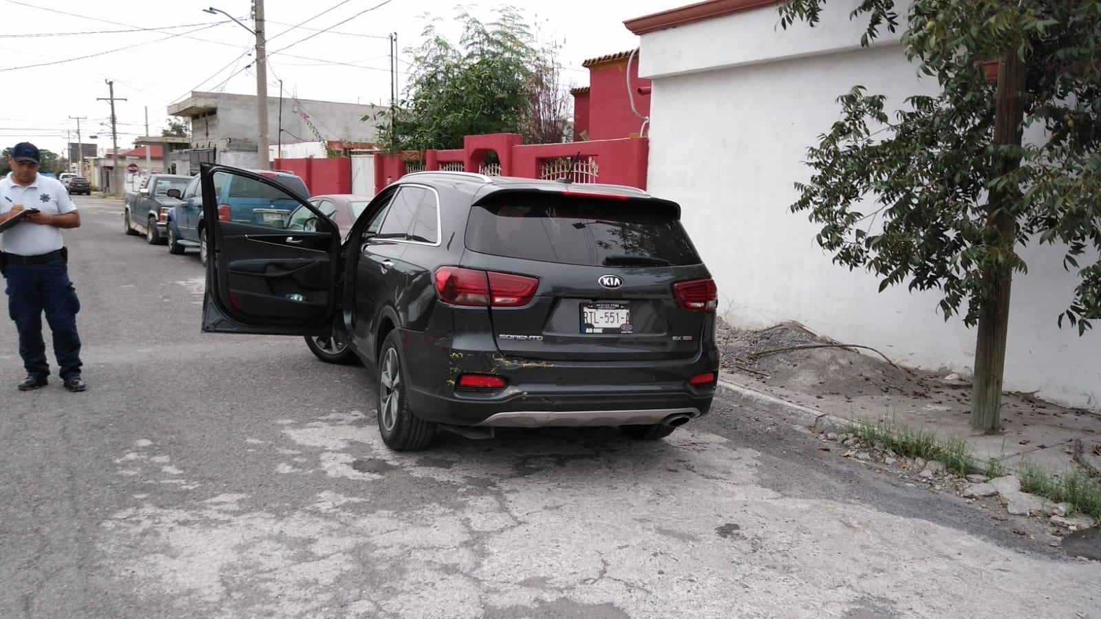 Conductor se va de reversa y choca vivienda en Monclova