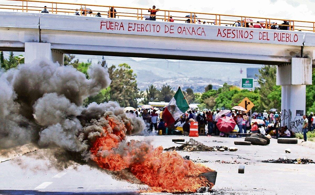 Vinculan a proceso a dos exmandos policiacos por Nochixtlán