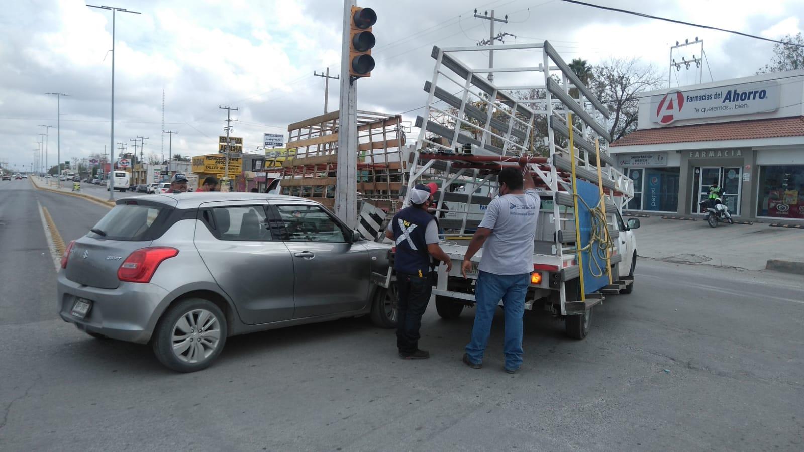 Dos automóviles ocasionan accidente en el San José de Monclova