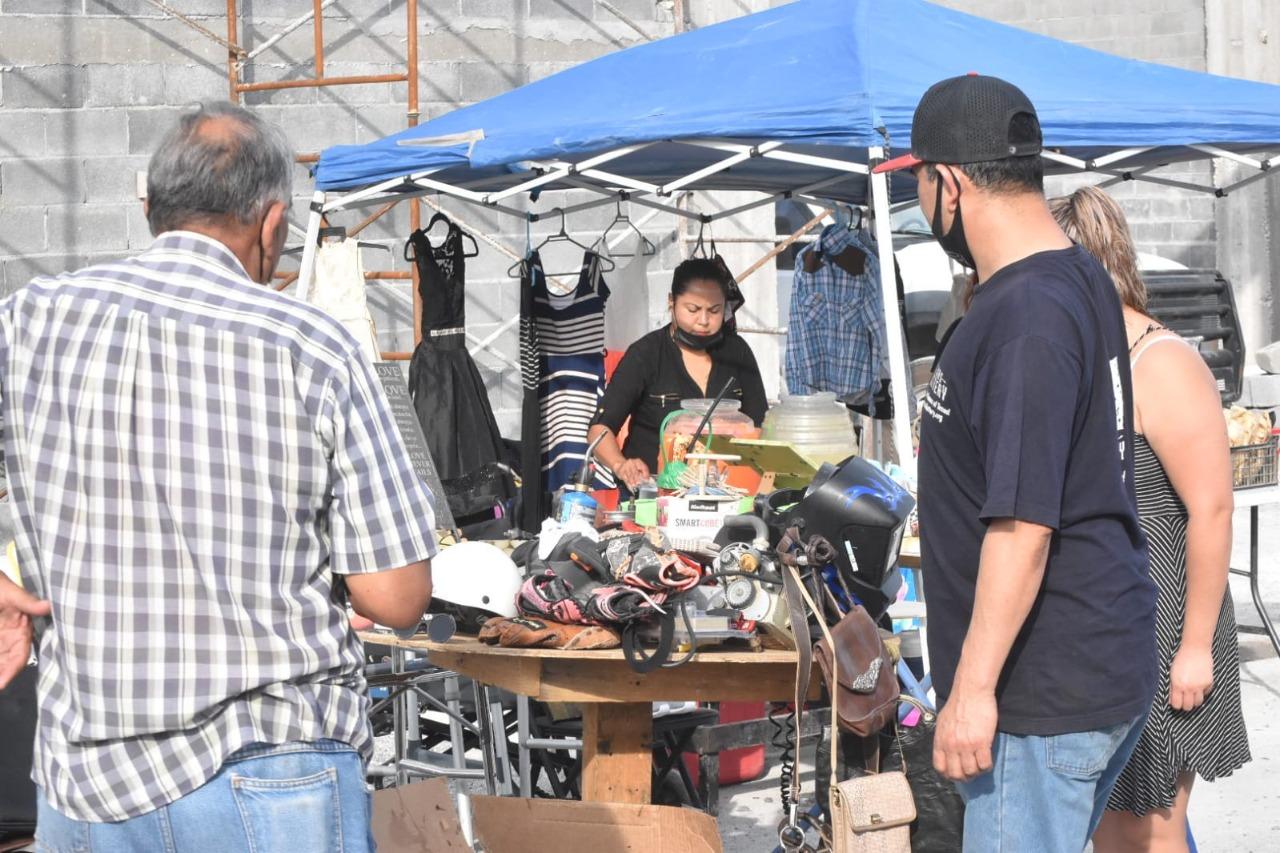 """Los comerciantes de la """"pulga"""" en Monclova esperan mejorar su economía para el cierre del año"""