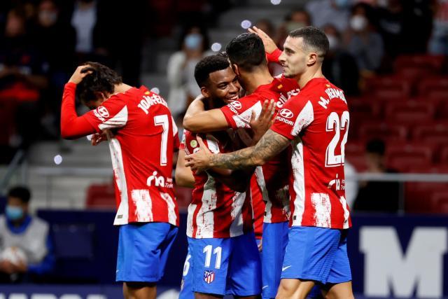 Thomas Lemar y Luis Suárez adelantan al Atlético de Madrid al descanso
