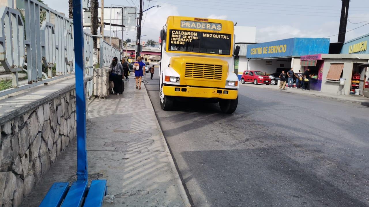 Unidades chatarra de transporte circulan a exceso de velocidad