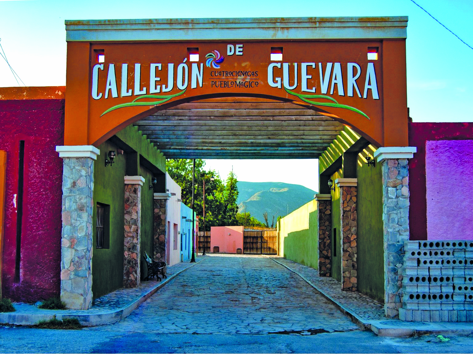 El turismo visita en Ciénegas el callejón de Guevara