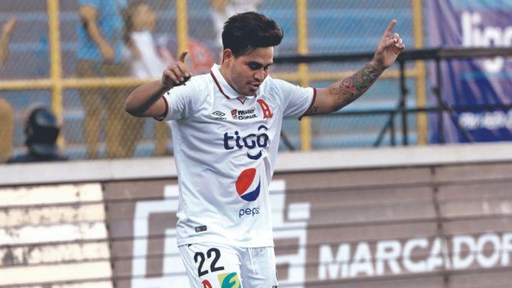 El Alianza deja atrás caída en Concacaf y toma liderato de liga salvadoreña