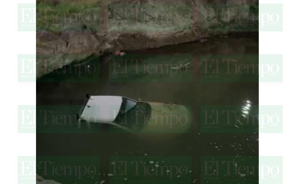 Una camioneta terminó en lo más profundo del río Monclova