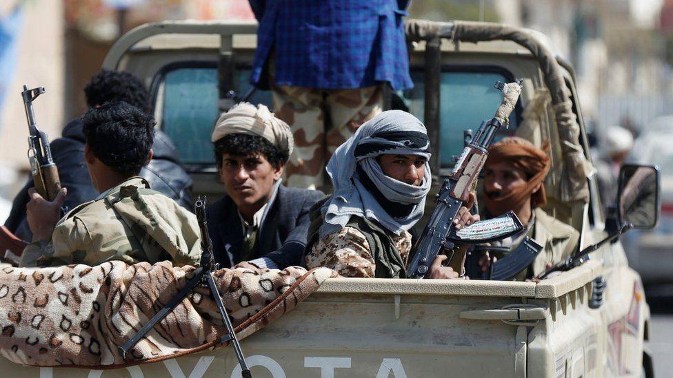Ataque huti con misiles deja 2 niños muertos y 33 civiles heridos en el Yemen
