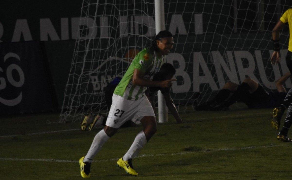 Carlos 'Gullit' Peña marca doblete en la goleada del Antigua GFC