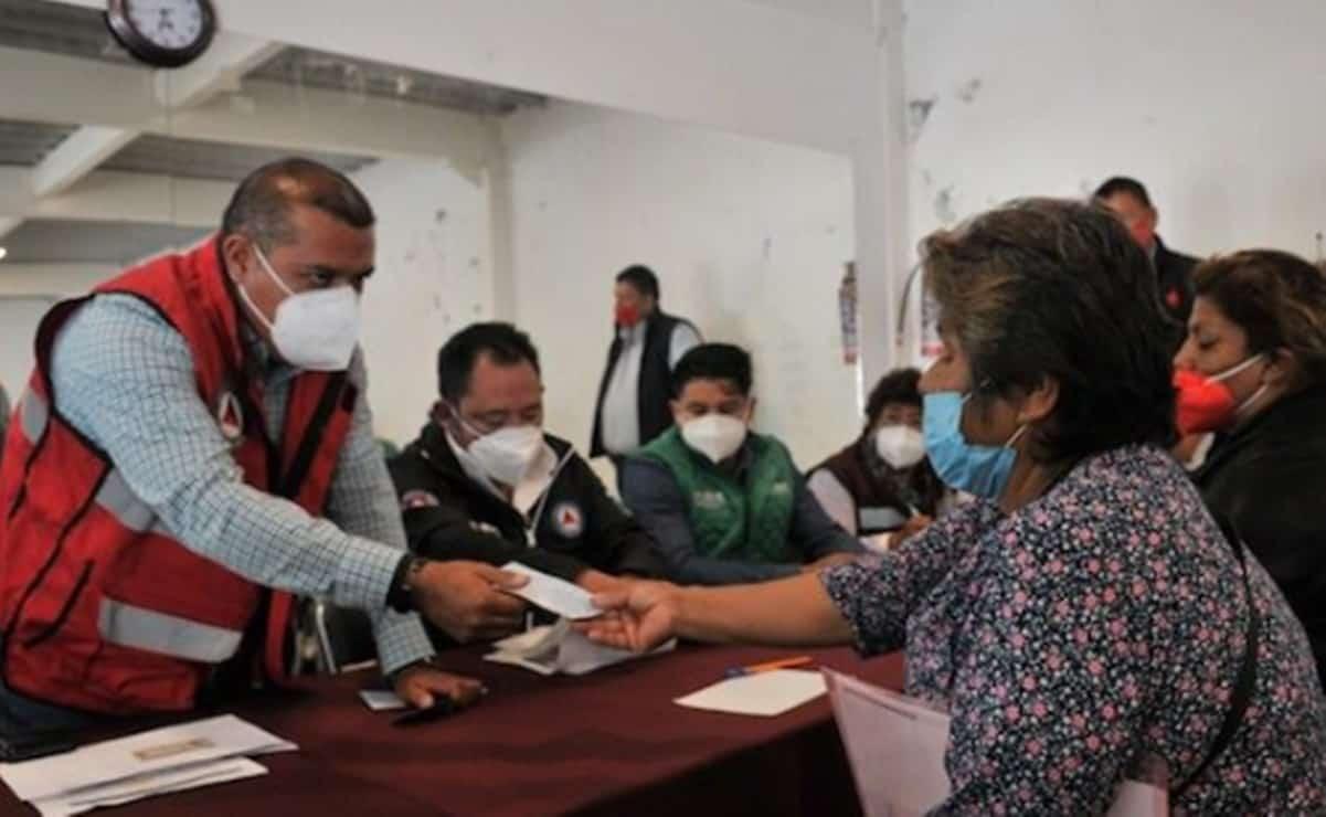 Dan apoyos a 42 familias damnificadas tras derrumbe en el Chiquihuite