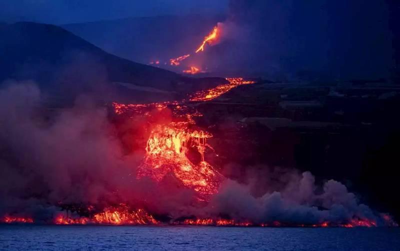 Lava del volcán de La Palma se convierte en vidrio bajo el agua