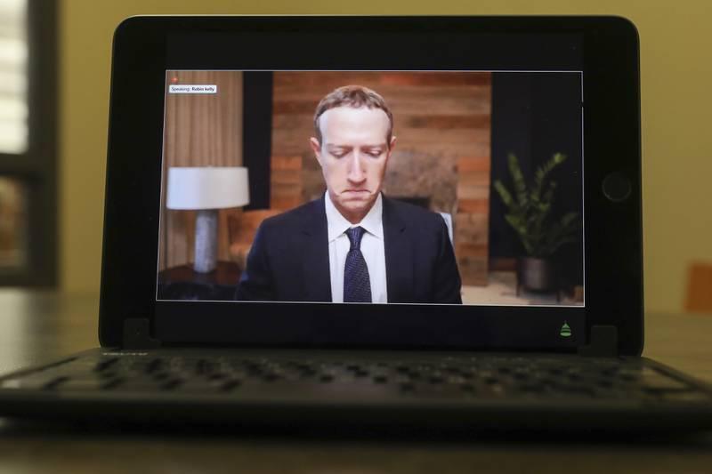 Zuckerberg pierde 7 mil mdd en 7 horas