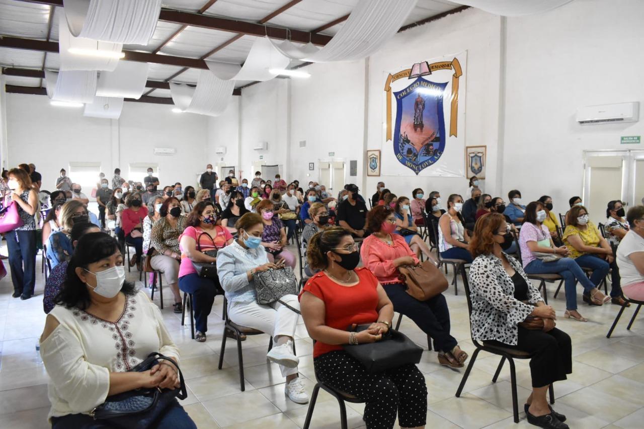 Monclovenses reciben talleres financieros gratuitos