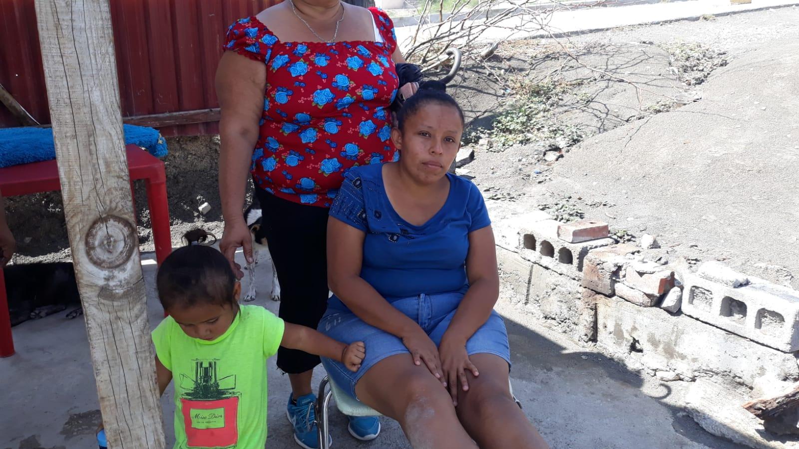 Mujer se fractura el pie al caer a una alcantarilla en Monclova