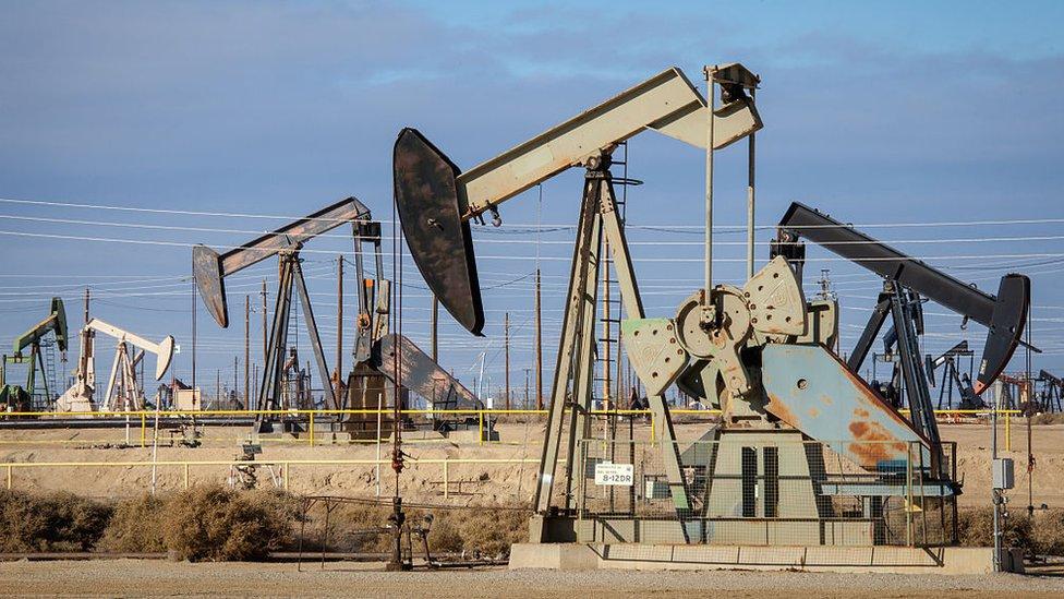 Petróleo mexicano supera los 75 dólares por primera vez en 3 años