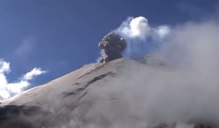 Popocatépetl registra explosión y exhalación de vapor, gases y ceniza