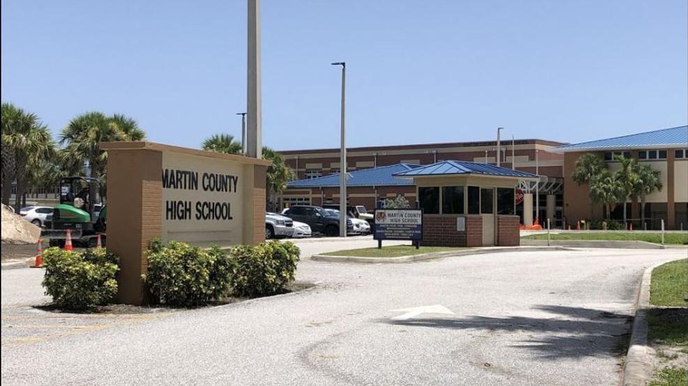 Detienen a chicos de 13 y 17 años por amenaza de tiroteo en escuela floridana