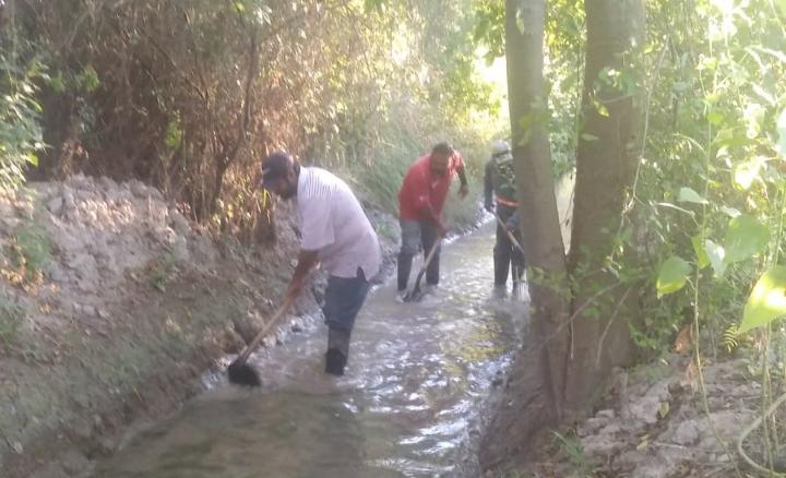 Trabaja ecología en limpieza de 'la saca' en San Buena