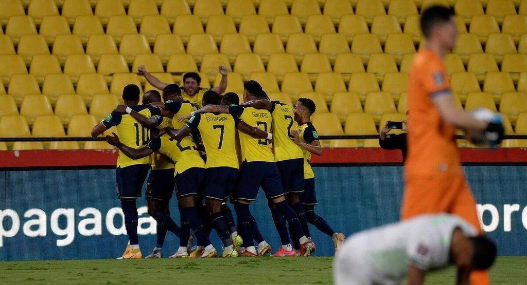 Ecuador asciende al tercer lugar y Bolivia nada que despega