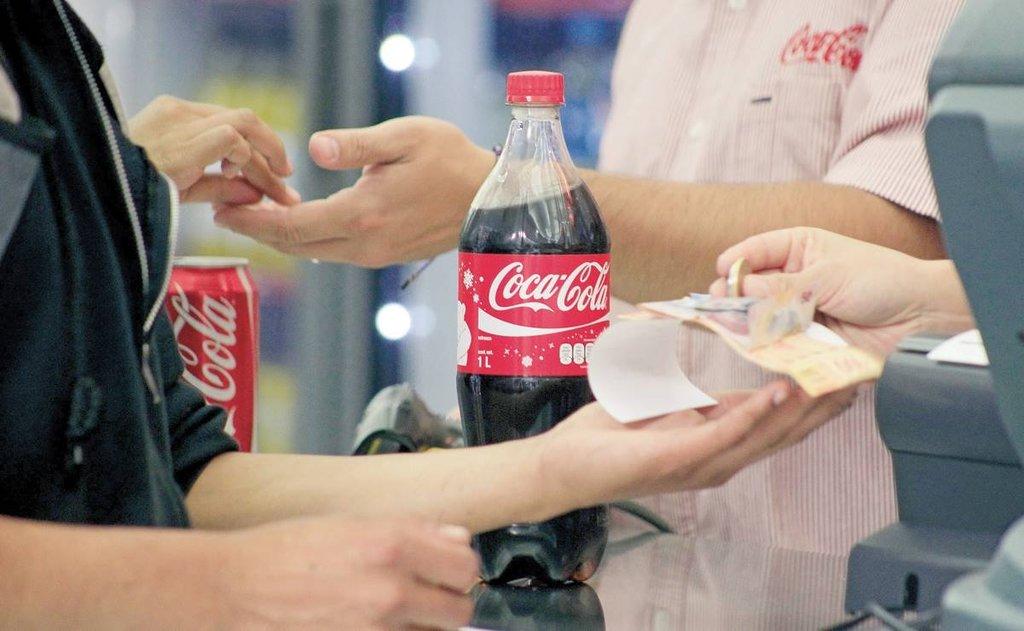 Escasez de componentes electrónicos también afecta a Coca-Cola