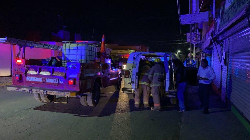 Combi casi explota en la zona centro de Monclova